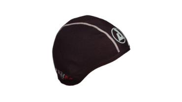 Mit der Mütze unter dem Helm hast du es warm und behältst dabei einen kühlen Kopf.